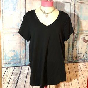 V neck black T-shirt